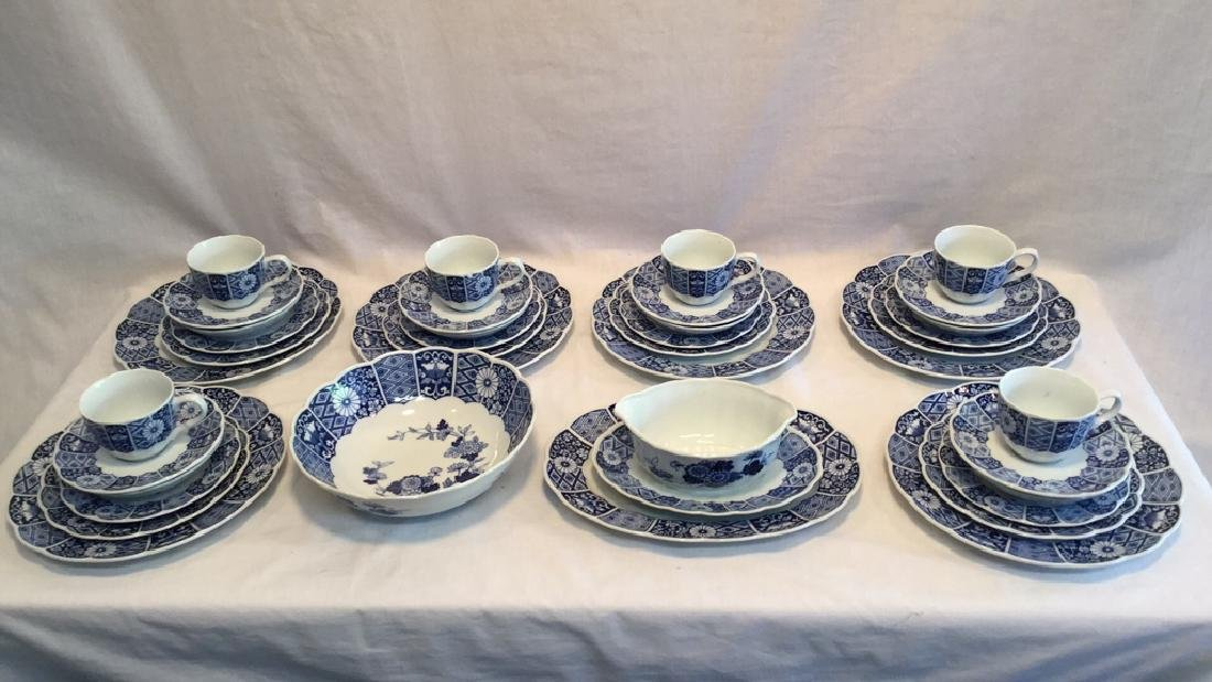 Blue Imari china set of six with extra pieces - 2