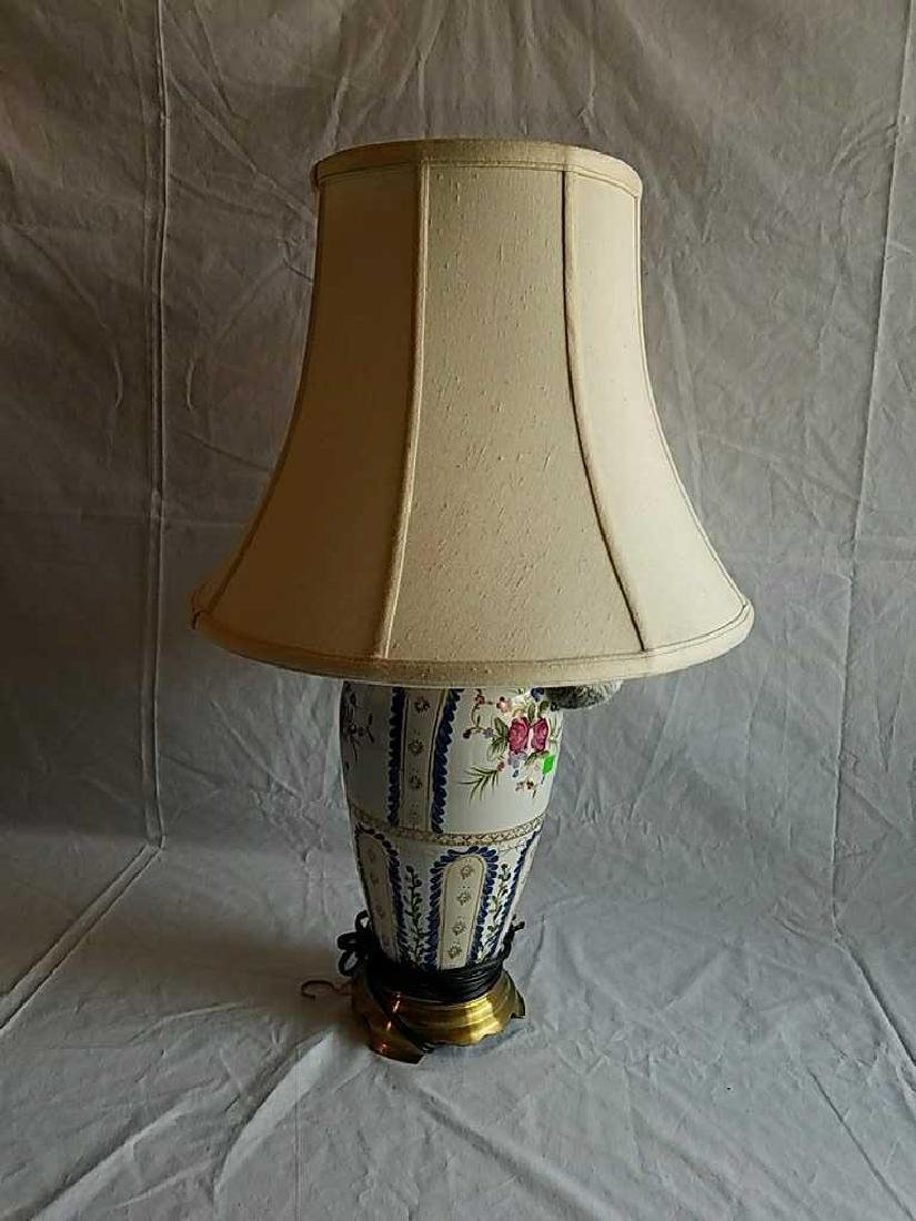 Chinese painted porcelain table lamp brass stand