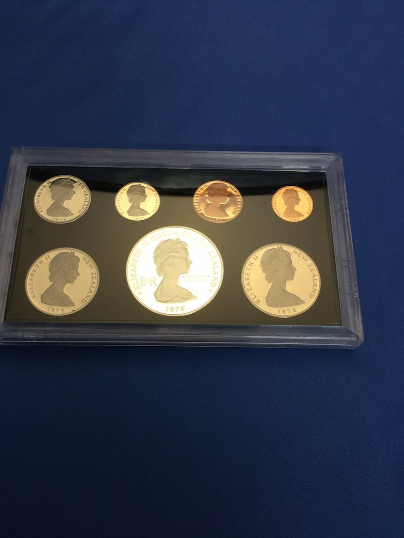 2 New Zealand Coin Sets - 6