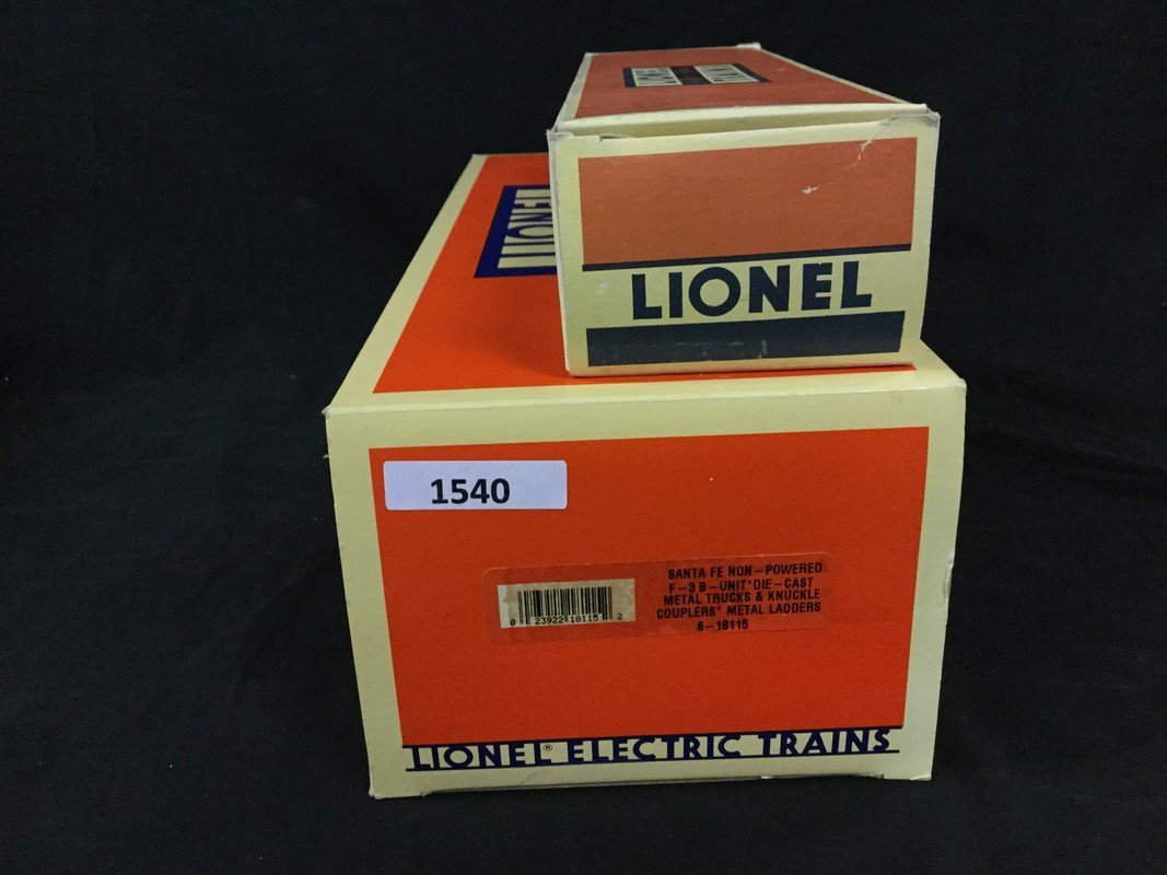 Two Lionel Electric coaches - 2