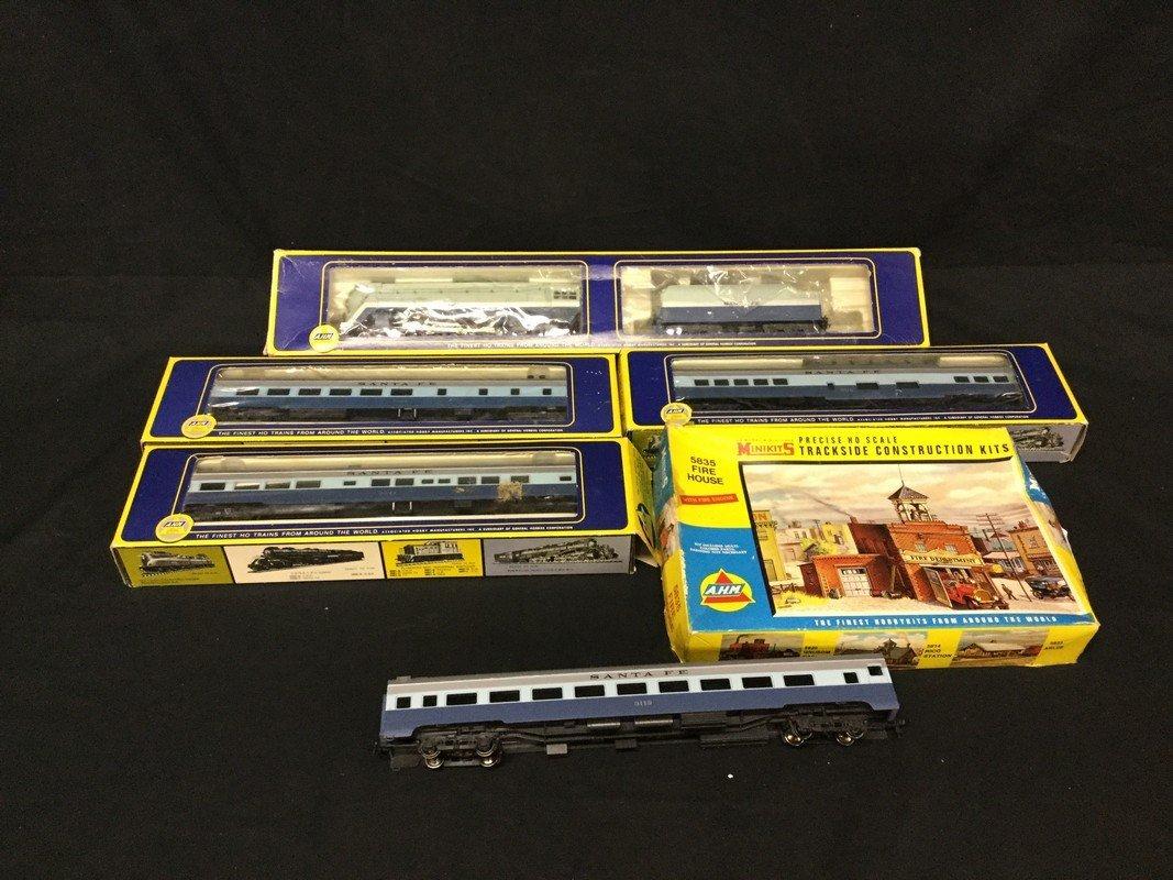 Five piece Ho scale AHM train set with AHM trackside