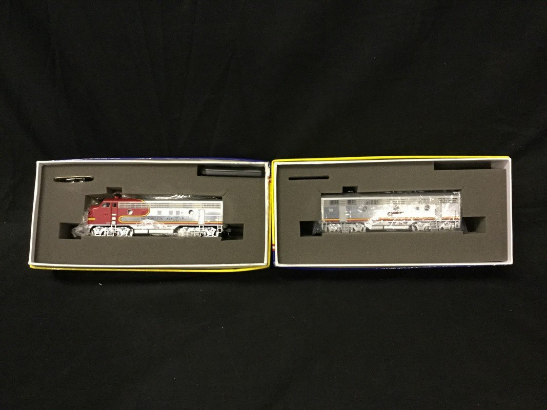 Genesis model locomotive