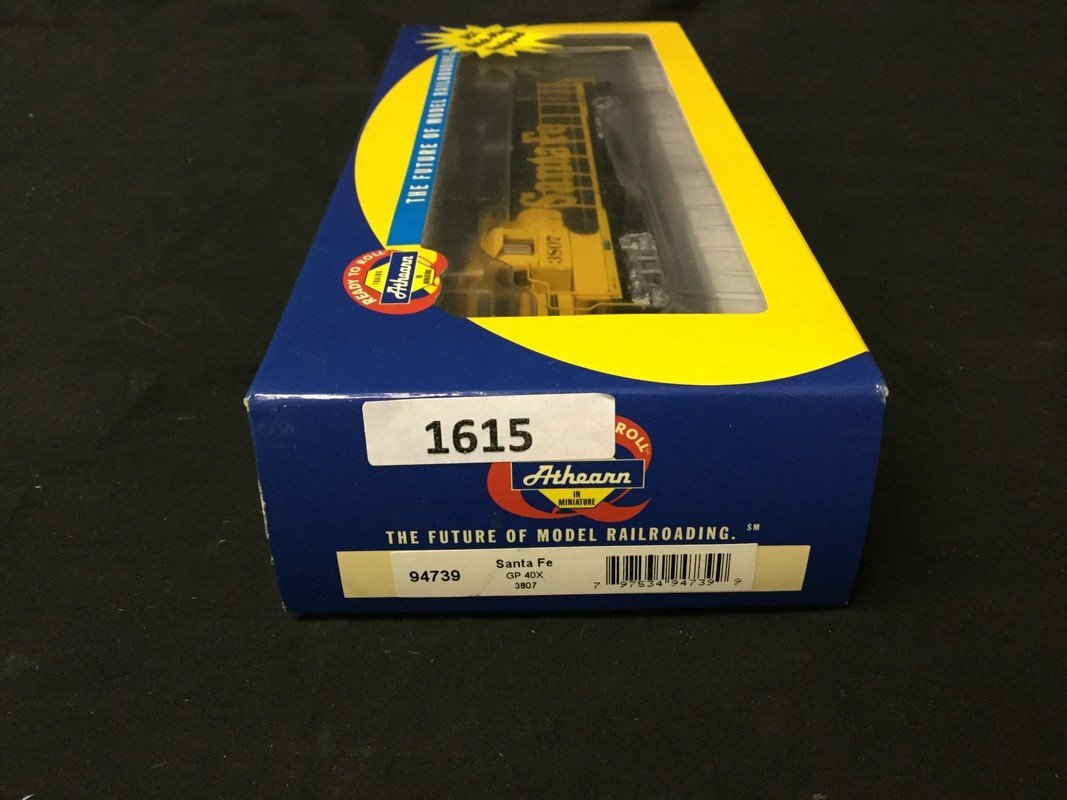 Athearn ready to roll DCC quick plug equipped - 2