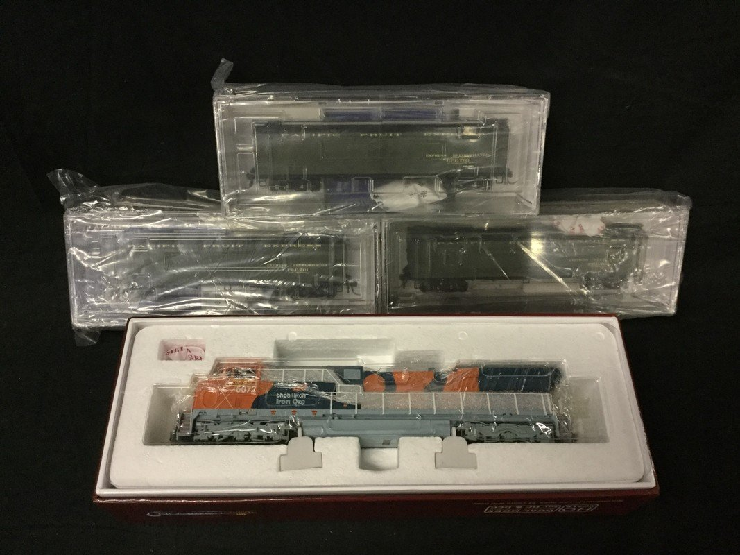 Set of 4 Broadway Limited Imports cars and Paragon