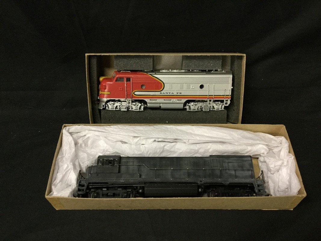 Set of 2 Athearn trains in miniature HO F7A passenger