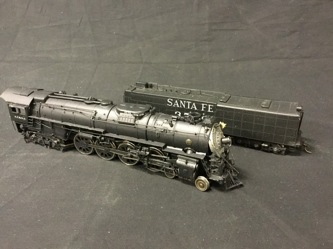 Santa FE 4-8-4 #3779 Steam Locomotive HO Scale