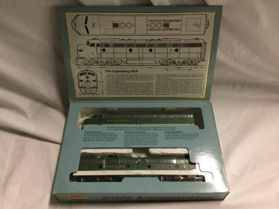 Proto 200 series E8/9 Locomotive - 2