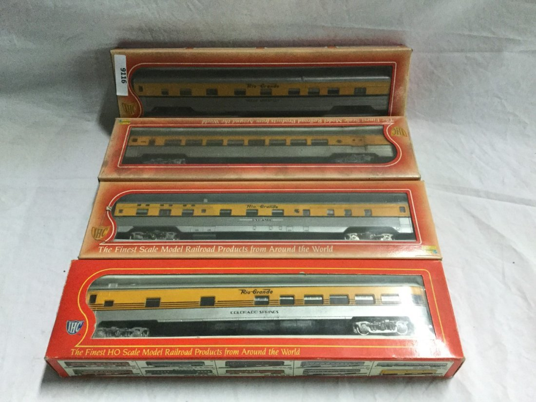 4 IHC Rio Grande model trains.