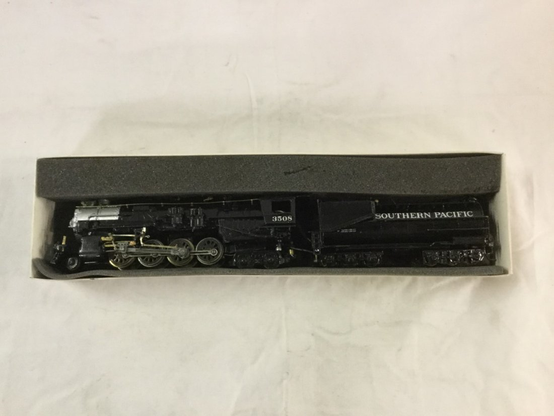Southern Pacific metal engine and coal tender