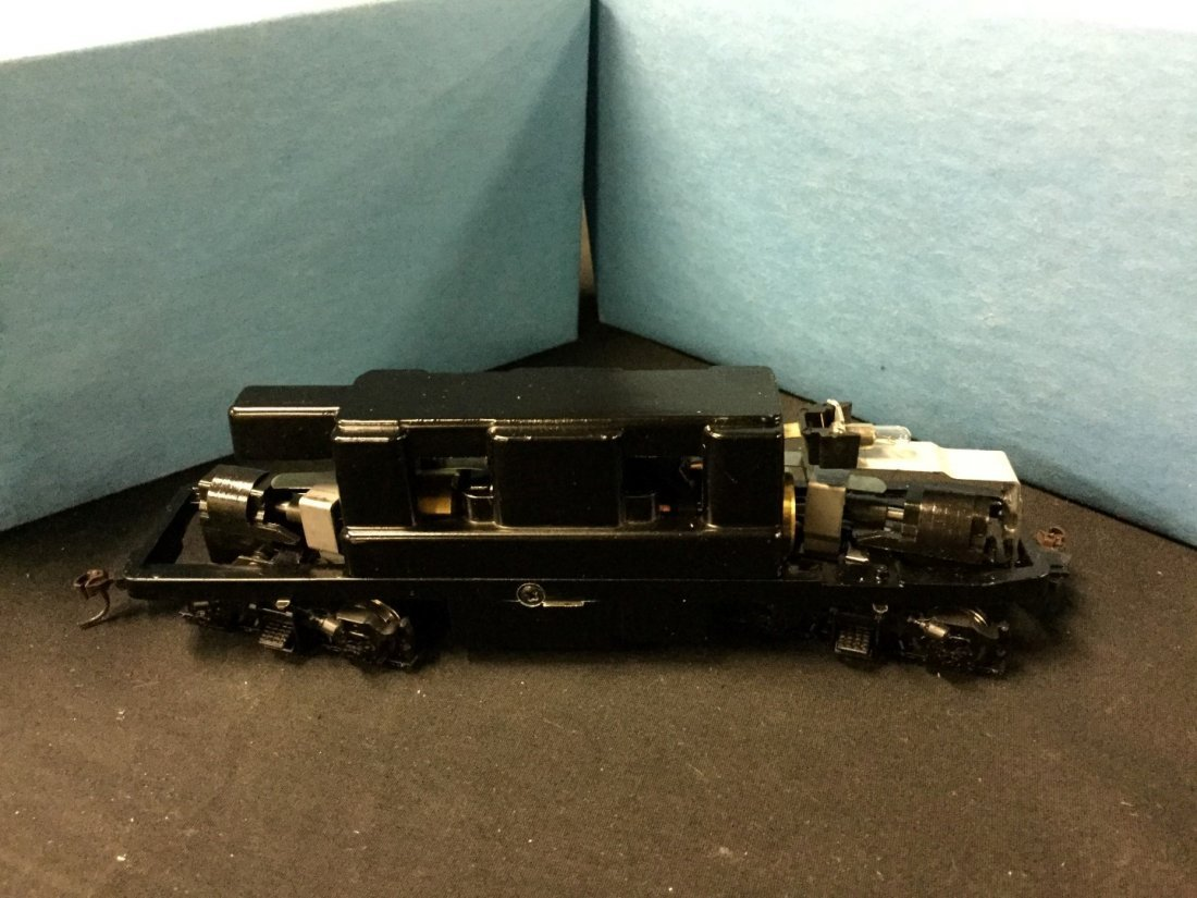 4 Athearn trains in miniature F-7 Chassis - 2