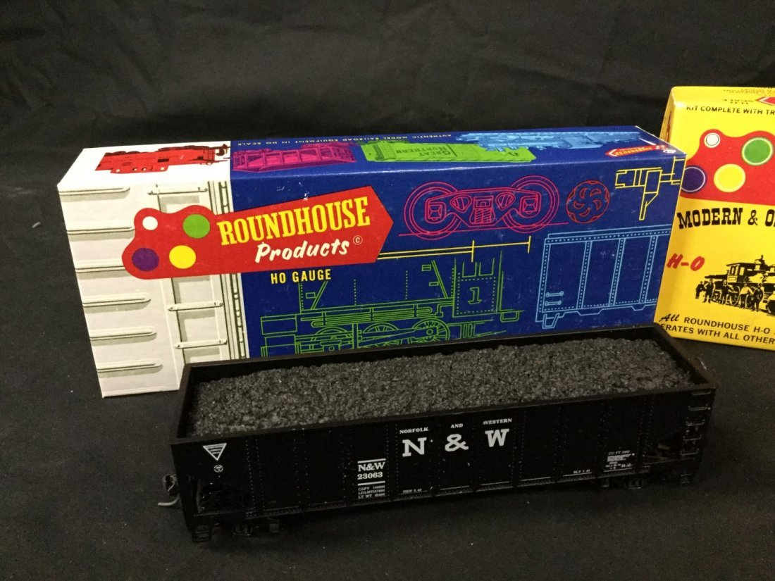 Roundhouse Tankswitcher and 2 Hoppers - 3