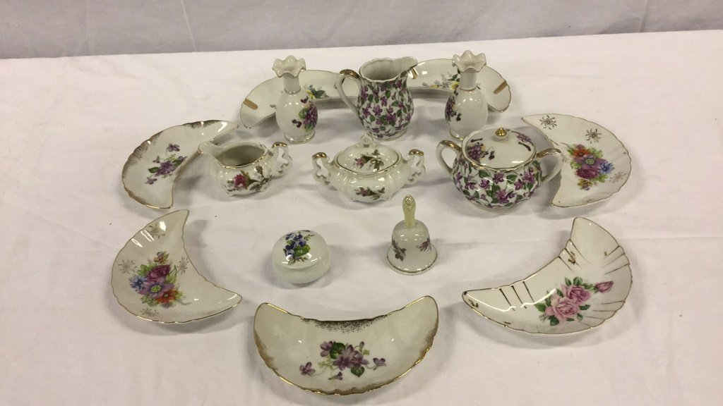 Miscellaneous cup and saucer sets