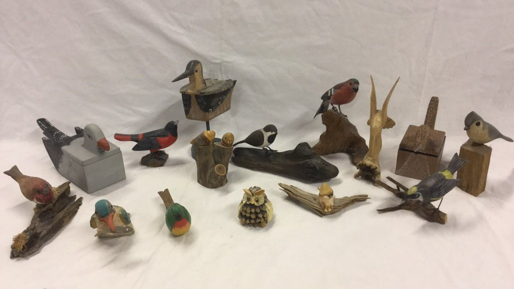 Miscellaneous wooden bird collectibles
