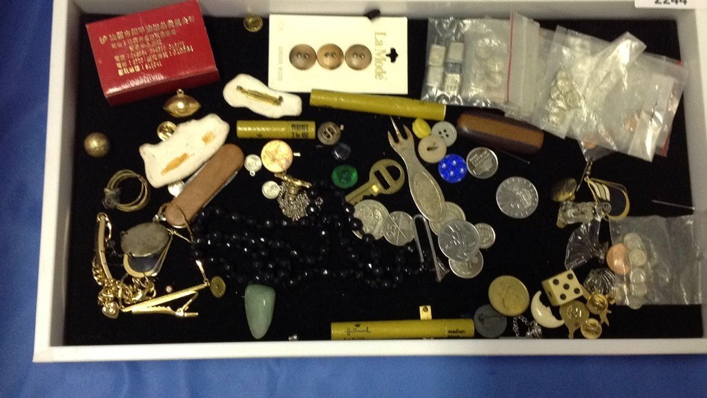 Tray of miscellaneous jewelry and contents