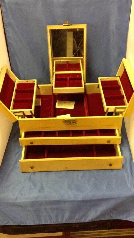 Large jewelry box