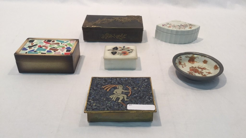 International boxes and dishes