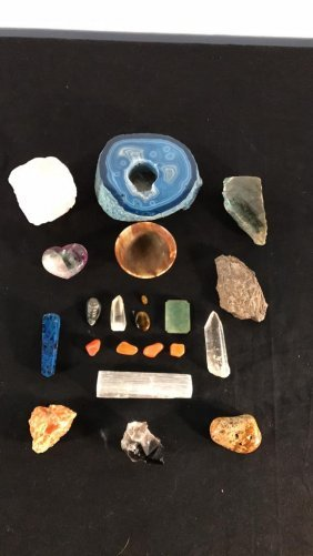 Lot of geodes and crystals