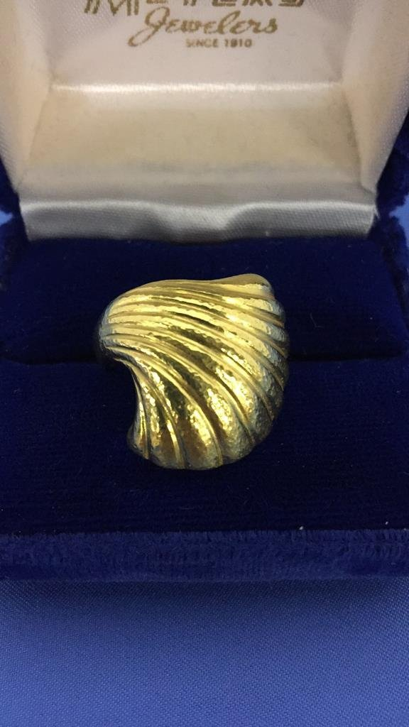 Lalaounis 18k Gold Clam Shell Ring