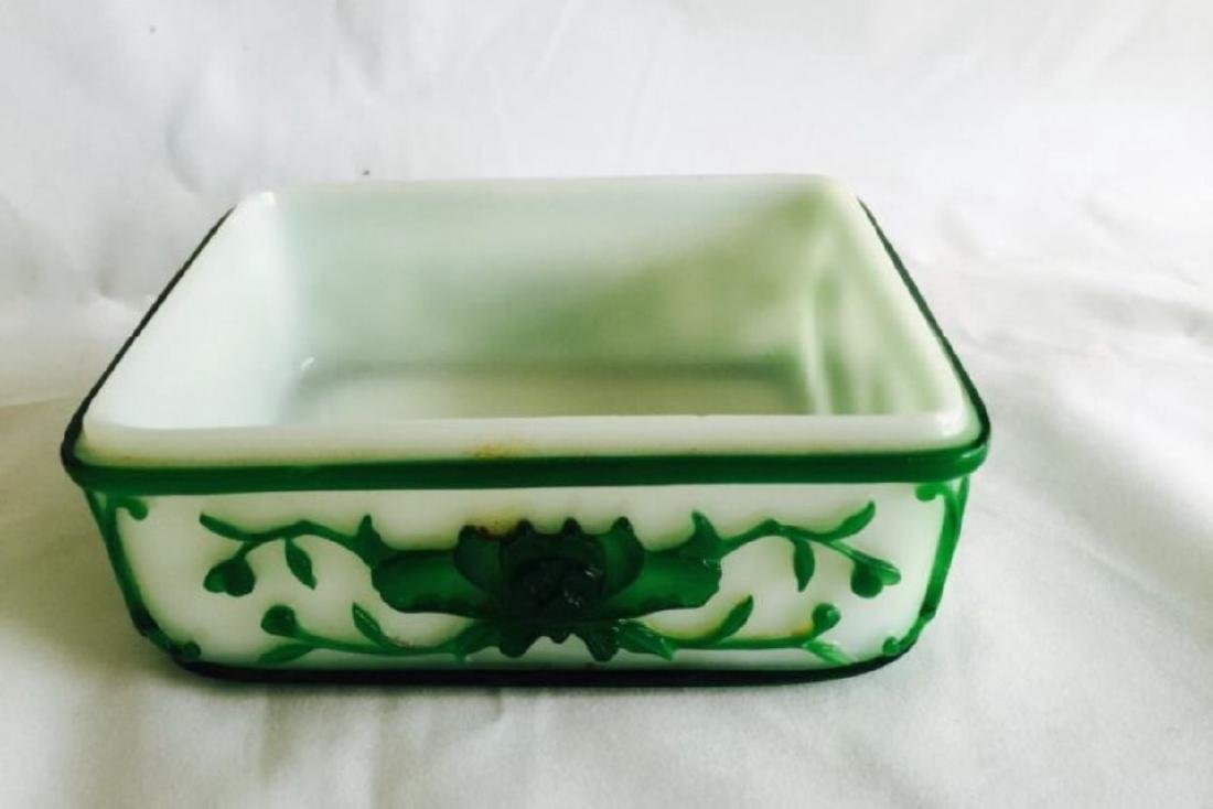 Chinese Peking glass container carved with flowers