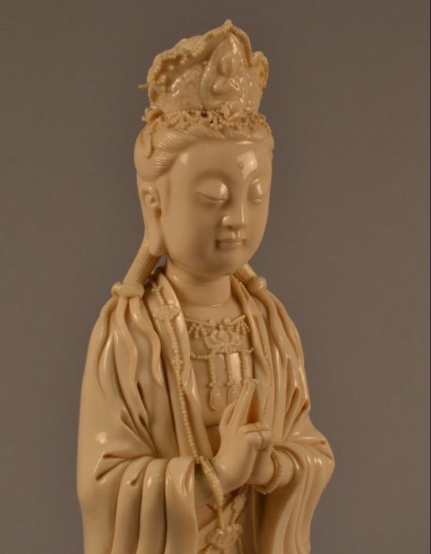 Chinese porcelain Guanyin - 2