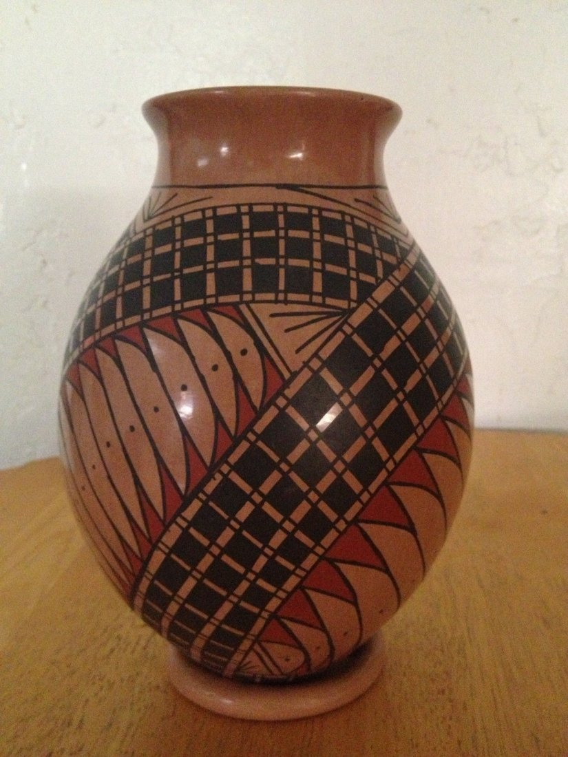 Mata Ortiz Pueblo Pottery Polychrome Olla Vase - 3