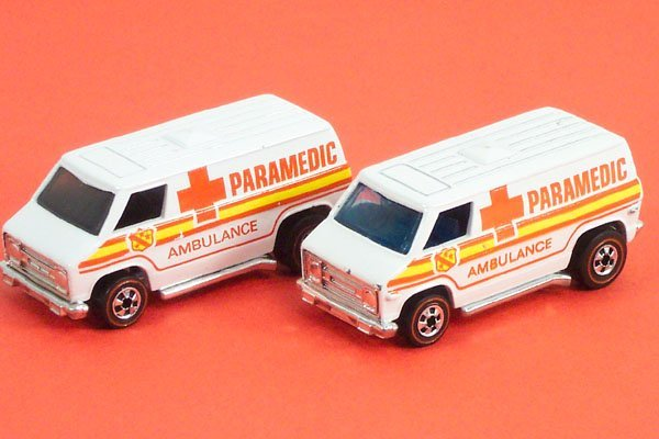 810: 2 Hot Wheels Red Lines No. 7661 Ambulance