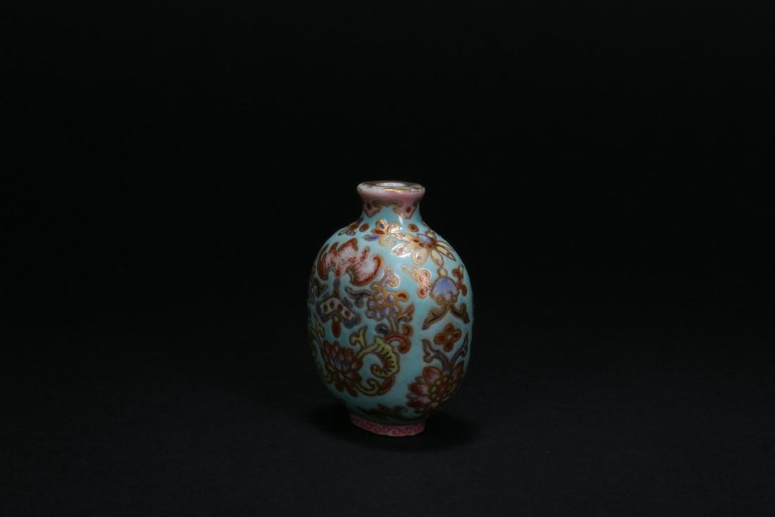 A Chinese Porcelain Snuff Bottle - 2