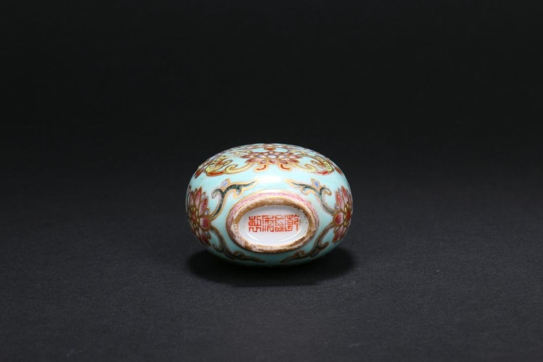 A Chinese Porcelain Snuff Bottle - 6