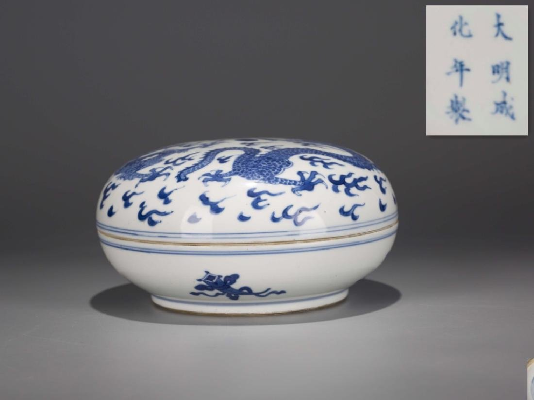 A Chinese Blue and White Porcelain Box with Cover