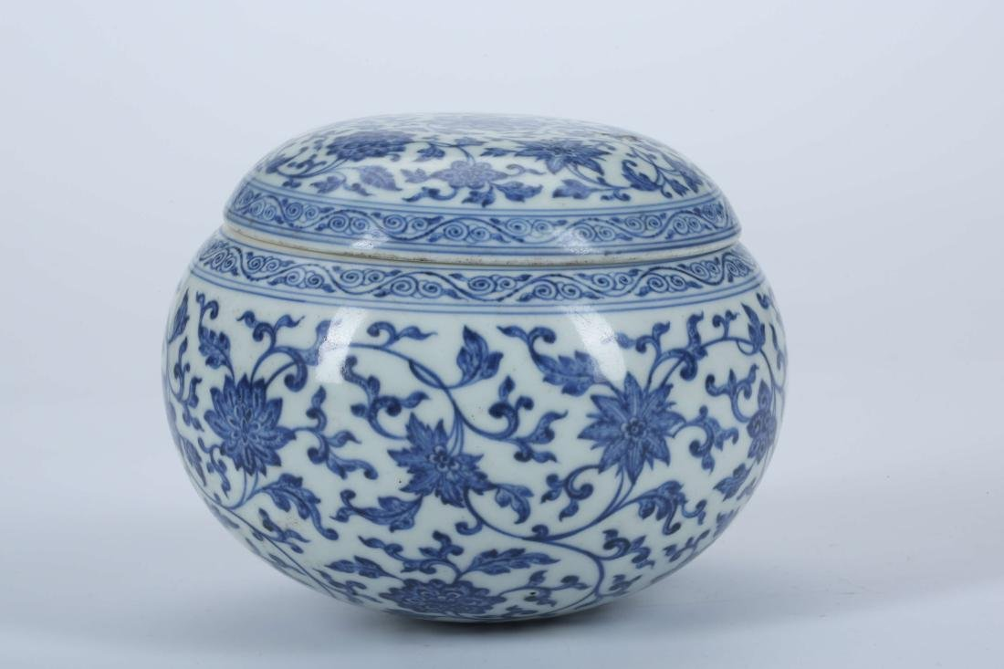 A Chinese Blue and White Porcelain Pot with Cover