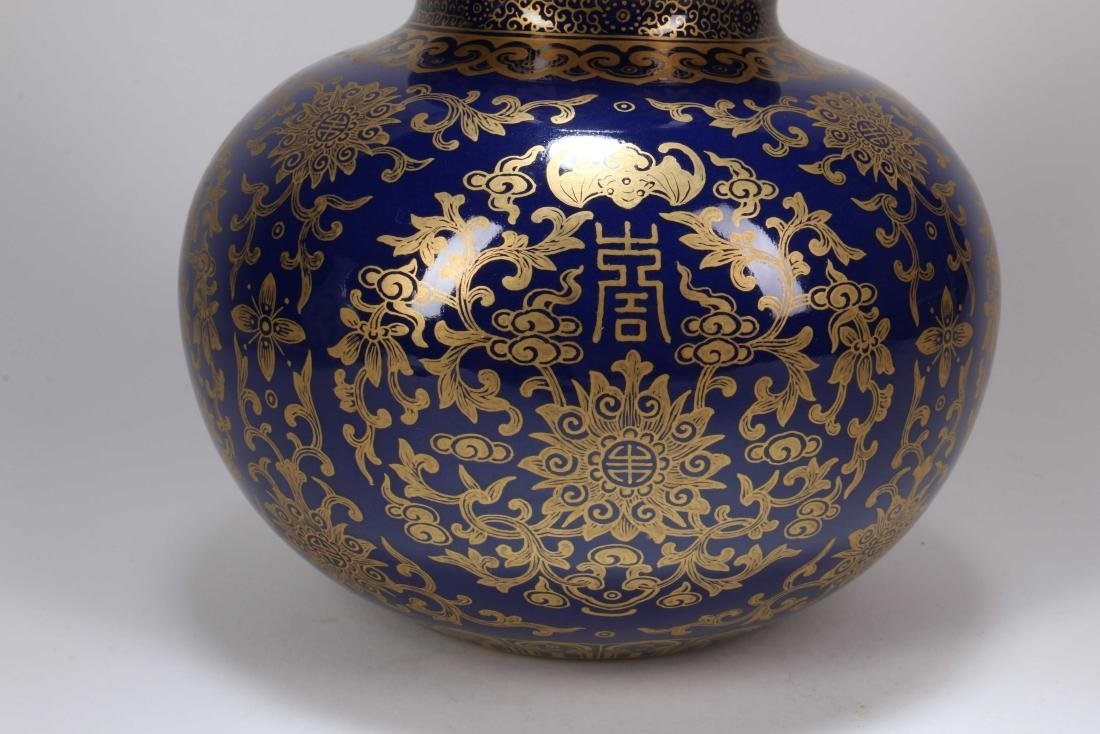 A Chinese Porcelain Vase - 3
