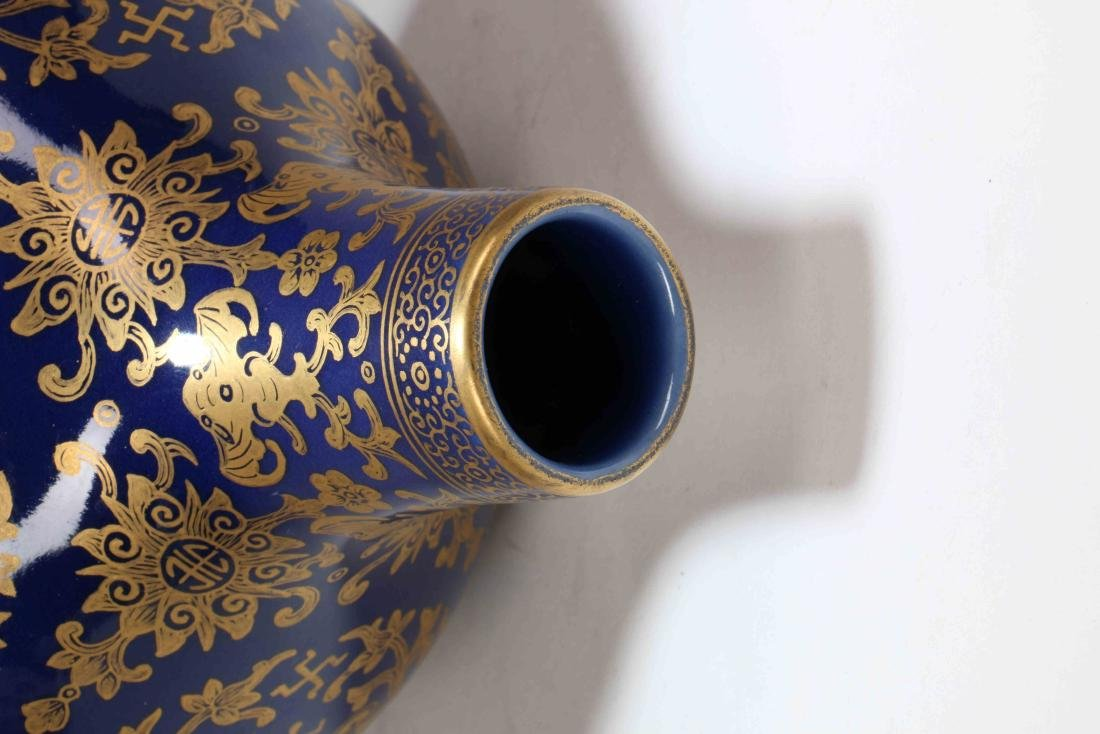 A Chinese Porcelain Vase - 6