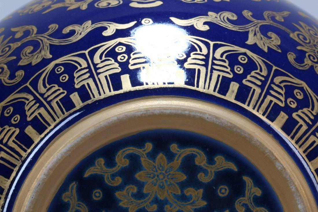A Chinese Porcelain Vase - 8