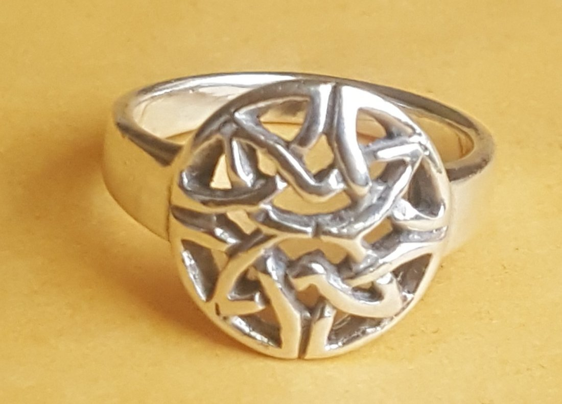 Size 5 1/2 .925 Sterling Silver Ring