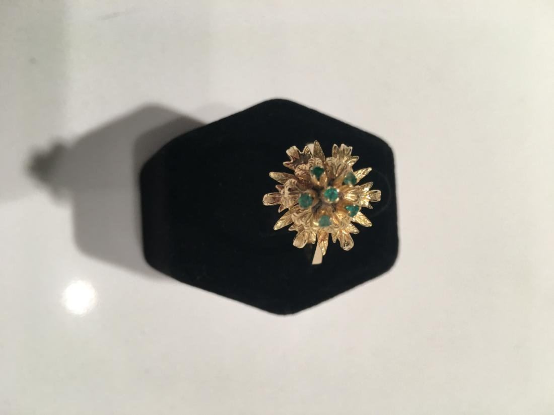Antique yellow gold 18kt ring with emeralds