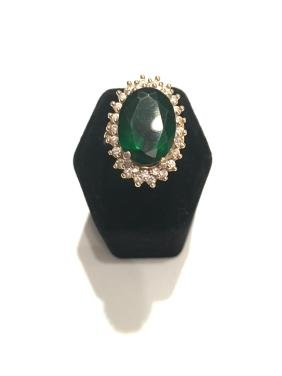 Vintage ring 14kt gold and green stone(plastic) and