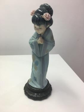 Lladro japanese Figurine with umbrella
