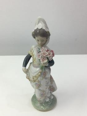 Lladro figurine valencian girl with flowers