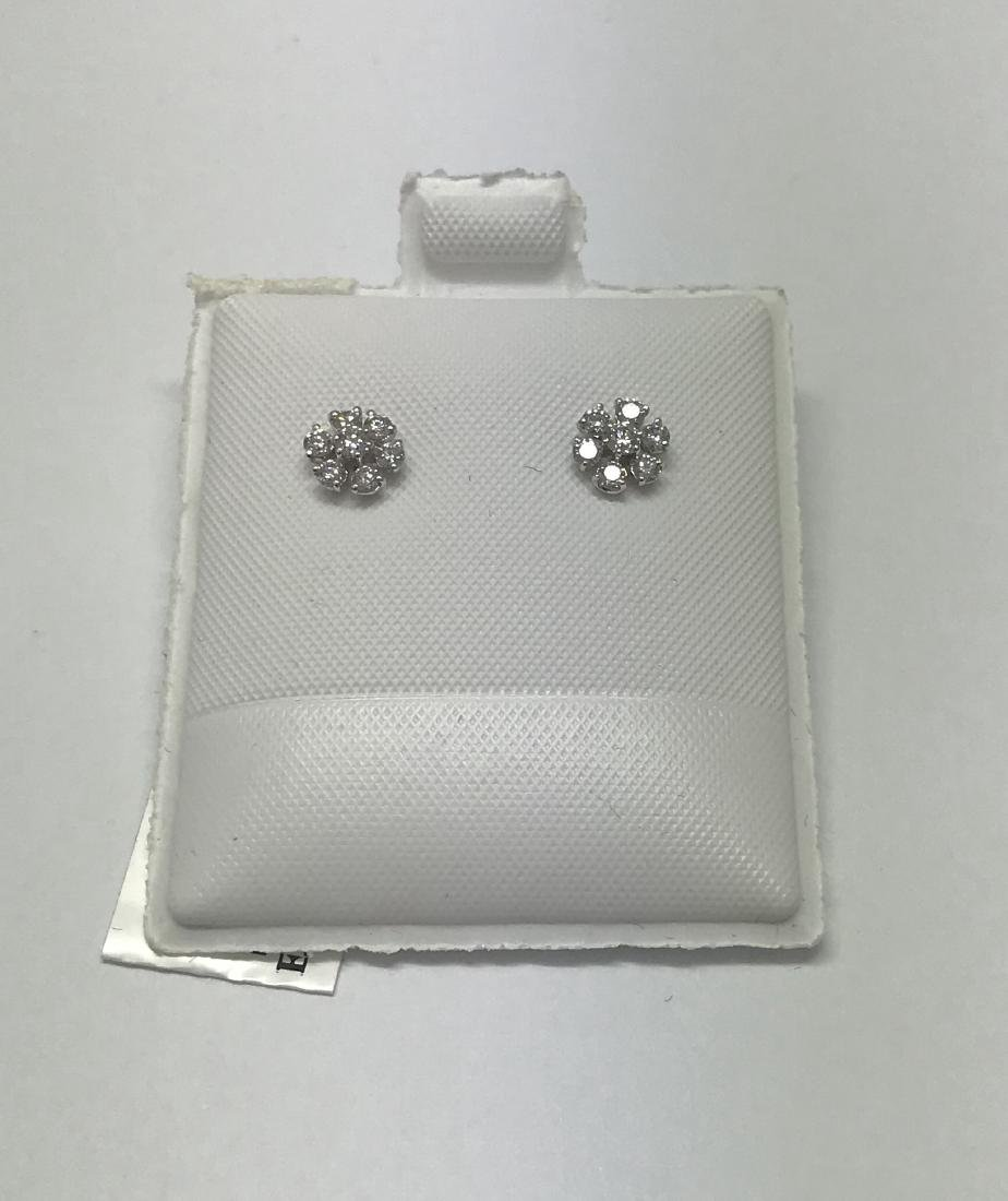 Certified white gold earring with diamond