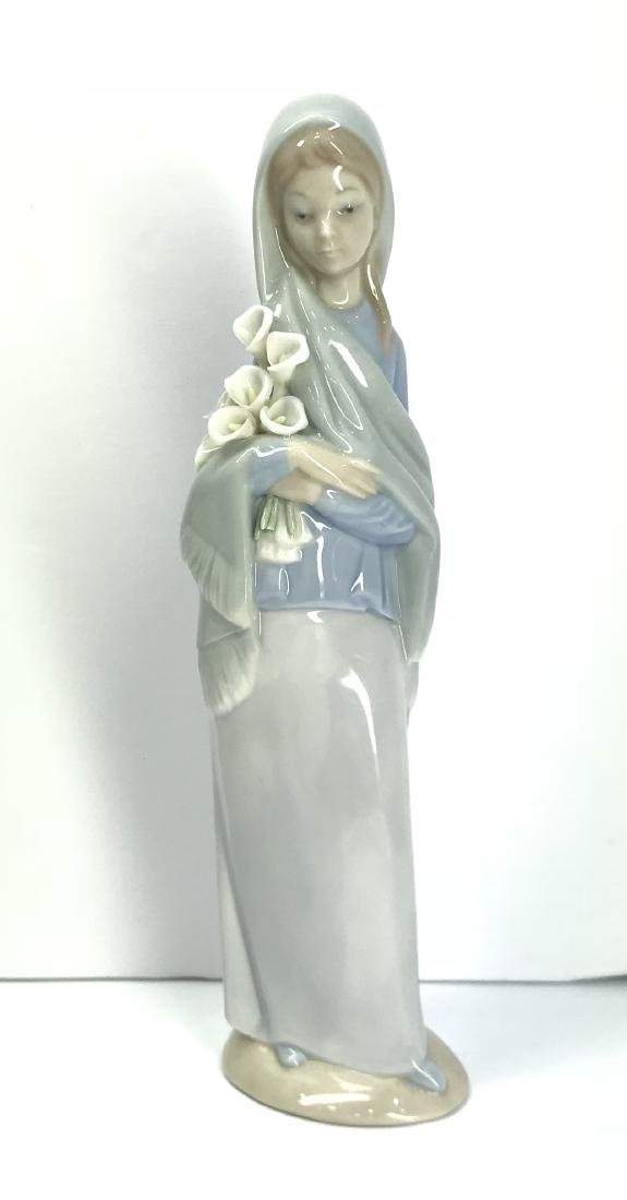 Lladro Girl with Flowers