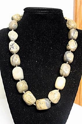 WOMENS FANCY MONTANA AGATES NECKLACE