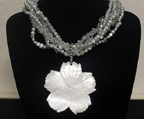 Lady's Fancy Pearl Necklace with Mother Pearl Pendant