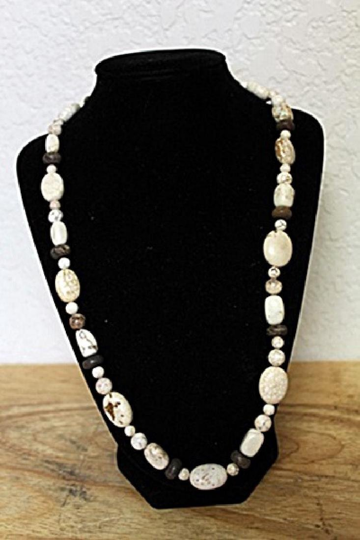 White Agate's Necklace