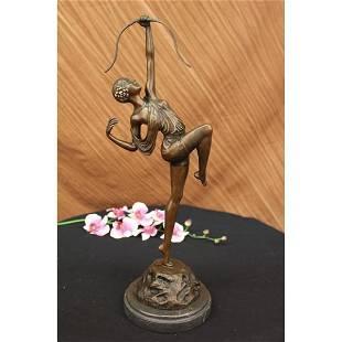 Dianne Hunter Bronze Statue