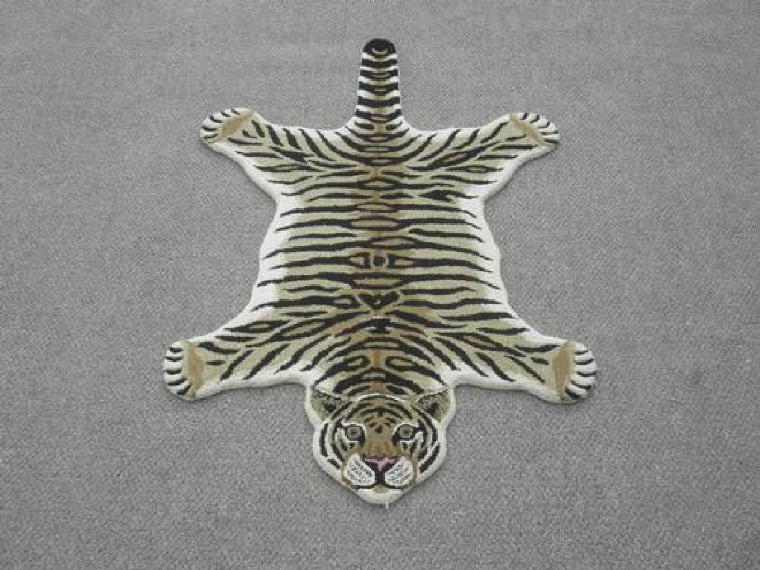 Modern Stylish Hand-Tufted Tiger Skin Shape Wool Rug