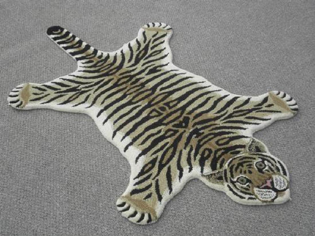 Modern Stylish Hand-Tufted Tiger Skin Shape Wool Rug - 2