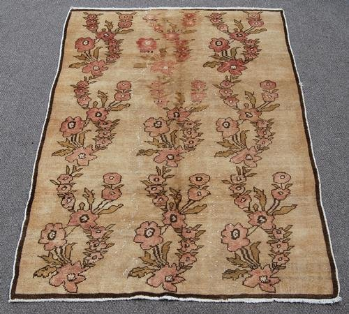 COLLECTIBLE HAND MADE SEMI ANTIQUE TURKISH RUG