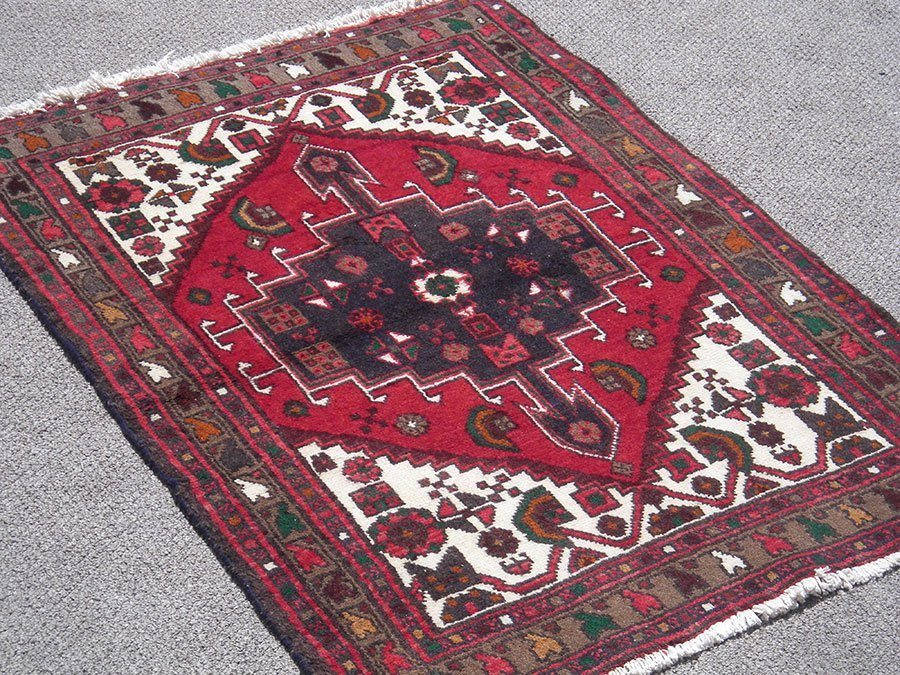 Fine Looking Hand Woven Persian Hamadan