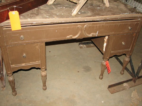 1014: ANTIQUE WOODEN DESK WITH ONE SINGLE DRAWER