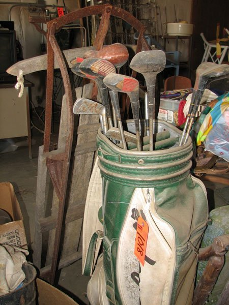 1018: MACGREGOR GOLF BAG WITH 11 WOODS AND 4 IRONS, ANT